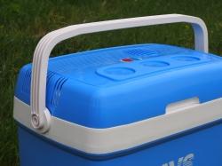 Автомобильный холодильник AVS CC-30B. Объем 30л.
